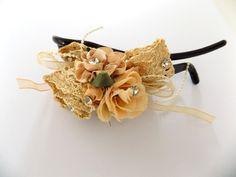 Pince à cheveux beige fleurs rubans crochet perles strass Cheveux Beiges, Bijoux Design, Creations, Bracelets, Accessories, Jewelry, Crystal, Beaded Crochet, Rhinestones