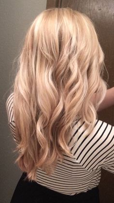 Highlighted blonde with ash tones over a strawberry base. - Highlighted blonde with ash tones over a strawberry base. Champagne Blonde Hair, Light Blonde Hair, Honey Blonde Hair, Blonde Hair Looks, Strawberry Blonde Hair Color, Strawberry Hair, Hair Affair, Beautiful Long Hair, Hair Today