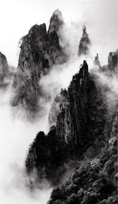 Disciples of Buddha down mountain ridges, West Sea, Zhangjiajie, China You are in the right place about World History books Here we offer you the most beautiful pictures about the ancient World Histor Zhangjiajie, Gray Aesthetic, Black And White Aesthetic, Aesthetic Outfit, Aesthetic Clothes, Black And White Photo Wall, Black And White Photography, Black Sea, Black White Photos