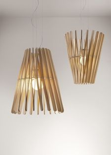 Lampade con listelli di legno di Fabbian.