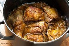 Esta receta de estofado de pollo es de mi abuela. Para prepararla tan solo hacen falta ¡3 ingredientes! Explicaciones, consejos y paso a paso con fotos.