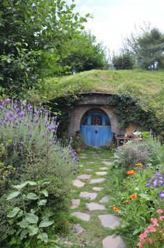 Adorable Hobbit House...want one in the garden