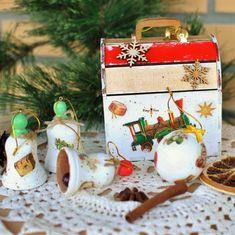 """Волшебный сундучок с игрушками """"Ретро поезд"""" – купить на Ярмарке Мастеров – JRBTWRU   Елочные игрушки, Москва Christmas Decoupage, Christmas Ornaments"""