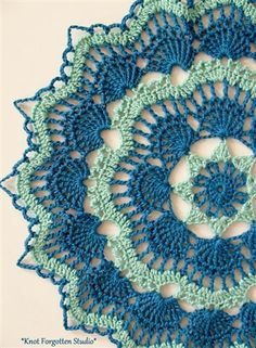 White Fan Doily using Aunt Lydia's size 10 thread in Aqua and Blue Hawaii. The pattern is by Beth Mueller. This is a FREE Crochet Pattern. Click the photo for the link. Filet Crochet, Mandala Au Crochet, Crochet Motifs, Crochet Squares, Thread Crochet, Crochet Stitches, Crochet Dreamcatcher Pattern Free, Crochet Home, Crochet Crafts