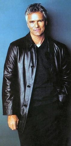 Richard Dean Anderson - Better known to most as captain of Stargate series. But to me, my favorite man MacGyver of the early TV series. Tv Actors, Actors & Actresses, Minneapolis, Macgyver Richard Dean Anderson, Minnesota, Hommes Sexy, Star Wars, Good Looking Men, Marvel