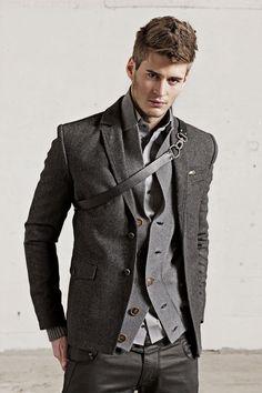 helloooo to guys fashion ;) i like it! it NOT gay, its nice!