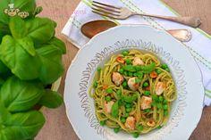 Tyhle špagety v dceři zmizely jako nic, a to i přesto, že jsou zelené. A zelená je jinak nepřítel! Takže tohle je pro ně opravdu velká poklona a pro mě takový #MalýSvátek. :-) Spaghetti, Ethnic Recipes, Food, Straws, Essen, Meals, Yemek, Noodle, Eten