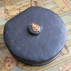 vintage leather makeup compact...  Dec 04 by CoolVintage on Etsy, $24.50