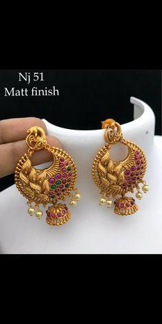 Gold Jhumka Earrings, Indian Jewelry Earrings, Jewelry Design Earrings, Gold Earrings Designs, Gold Jewellery Design, Antique Earrings, Gold Temple Jewellery, Gold Jewelry, Manubhai Jewellers