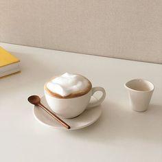 mon chéri Coffee Cafe, Coffee Drinks, Coffee Shop, Aesthetic Coffee, Aesthetic Food, Beige Aesthetic, Aesthetic Fashion, Art Cafe, Coffee Pictures