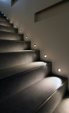 Today's emphasis? The stairs! Here are 26 inspiring ideas for decorating your stairs tag: Painted Staircase Ideas, Light for Stairways, interior stairway lighting ideas, staircase wall lighting. Staircase Lighting Ideas, Stairway Lighting, Staircase Design, Stair Design, Modern Staircase, Stairs Light Design, Strip Lighting, Modern Stairs Design, Black Staircase