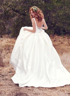 All the Maggie Sottero ballgowns are figure-flattering and completely chic, without being too over-the-top! http://www.stylemepretty.com/2017/09/05/why-a-ballgown-is-right-for-you/ #sponsored