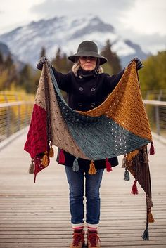 Moraine Schal Muster von AbbyeKnits 2019 Ravelry: Moraine Shawl pattern von AbbyeKnits knitted shawl The post Moraine Schal Muster von AbbyeKnits 2019 appeared first on Yarn ideas. Shawl Crochet, Knitted Shawls, Crochet Scarves, Knit Crochet, Ravelry Crochet, Crochet Baby, Knitted Baby, Knitted Poncho, Crochet Blankets