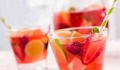 4 szuper bólé recept szilveszterre: klasszikus bólé alkohollal, alkoholmentes bólé, bólé gyerekeknek Cocktails, Cocktail Desserts, Cocktail Drinks, Cocktail Recipes, Smoothie Drinks, Smoothies, Spritz Cocktail, Long Drink, Drinks Alcohol Recipes