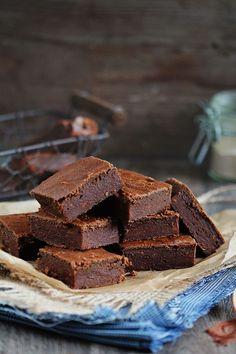 Vegan, gluten-free and sugar-free sweet potato brownies - http://www.theawesomegreen.com/gluten-free-sweet-potato-brownies/