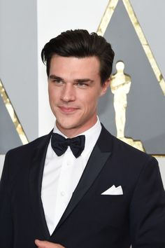 Finn Wittrock Photos Photos - Actor Finn Wittrock attends the 2016 Vanity Fair Oscar Party Hosted By Graydon Carter at the Wallis Annenberg Center for the Performing Arts on February 28, 2016 in Beverly Hills, California. - 2016 Vanity Fair Oscar Party Hosted By Graydon Carter - Arrivals