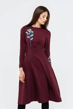 Šaty ROSEMARY slivkovej farby s výšivkov - FashionGuide