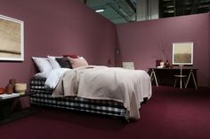 The trend exhibition Contrasts at SFF by Lotta Agaton shows reflections of the time we live in and inspirates to play with materials, colors and textures. Dark Paintings, Dark Walls, Pink Panthers, Green And Purple, Bed, Room, Furniture, Home Decor, Bedroom