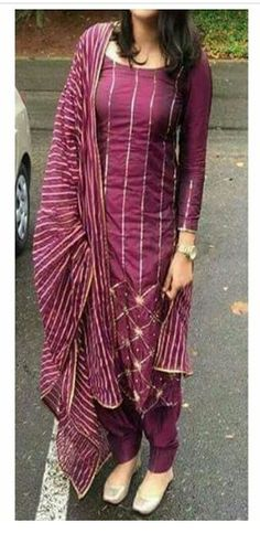 Individuals seek for: shrugs for evening wear! Finthousands of hand made, classic, and special items. Kurti Designs Party Wear, Kurta Designs, Blouse Designs, Dress Designs, Mehndi Designs, Indian Attire, Indian Wear, Indian Outfits, Punjabi Fashion