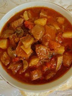 Zupa gulaszowa, zupa gulaszowa z ziemniakami, zupa gulaszowa po węgiersku, zupa gulaszowa przepis, zupa gulaszowa z pieczarkami, zupa gulaszowa z mięsa wieprzowego, zupa gulaszowa z mięsa wieprzowego z ziemniakami Goulash Soup Recipes, Pork Goulash, Mushroom Recipes, Diet Recipes, Food To Make, Food Porn, Food And Drink, Tasty, Lunch