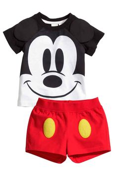 Discover classic young one guy underwear on this incredible choice of in vogue jeans for young one teens. Baby Boy Fashion, Toddler Fashion, Toddler Outfits, Baby Boy Outfits, Fashion Kids, Kids Outfits, Trendy Outfits, Disney Baby Clothes, Baby Kids Clothes