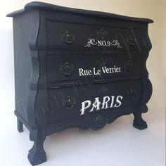 Brocante stoere buikkast Voorzien van Franse tekst Made by toen naar Nu