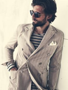 i dont like the sunglasses here but this is a good example of how to wear a double breasted blazer with a tshirt! Casual Suit, Inspiration Mode, Double Breasted Jacket, Sharp Dressed Man, Stylish Men, Bearded Men, Look Cool, Men Dress, Personal Style