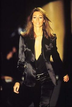 1995 Tom Ford for Gucci. The most perfect black suit. 90s Fashion, High Fashion, Vintage Fashion, Womens Fashion, Fashion Trends, Gucci, Get Dressed, Tom Ford, Cool Outfits