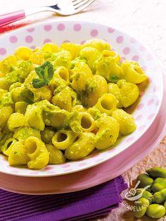 La Pasta con crema di fave e pecorino: un modo diverso per gustare un abbinamento classico che porta in tavola ingredienti genuini e nutrienti.