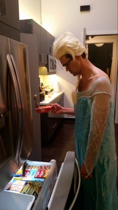 """Sticking with the theme of Frozen by eating a frozen dinner....""""One of my favorite GMM pics of 2016...XD"""""""