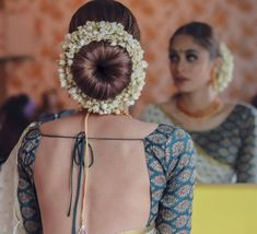 The wedding season is here! Ready to rock the wedding season with the mesmerizing and stylish blouse designs? We know the answer to this is a Big YES! Not only the bride every girl wants to look at their ethnic best at weddings. Saree Hairstyles, Wedding Bun Hairstyles, Indian Bridal Hairstyles, My Hairstyle, Bridal Bun Hairstyle, Hairstyle Ideas, Donut Bun Hairstyles, South Indian Bride Hairstyle, Hairstyle Pictures