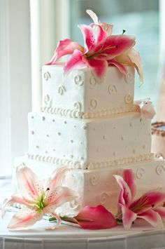What a fun and girlie wedding cake! White with pink lilies | Renee Bowen Photography