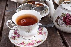 Different types of Tea Plants, the most known Tea Varieties, health benefits for each specific type of tea, and the best Tea Brands for sale in Kids Cooking Recipes, Easy Cooking, Darjeeling Tee, Ceylon Tee, Rooibos Tee, Vinegar Uses, Tea Brands, Types Of Tea, Earl Grey Tea