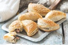 Kapsičky se šunkou a houbami Muesli, Hamburger, Menu, Bread, Food, Menu Board Design, Essen, Hamburgers, Buns