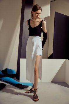 Rosetta Getty Spring 2017 Ready-to-Wear Collection Photos - Vogue Fashion 2017, Fashion Show, Fashion Looks, Fashion Design, Moda Minimal, Rosetta Getty, Models, Minimal Fashion, Spring Summer Fashion