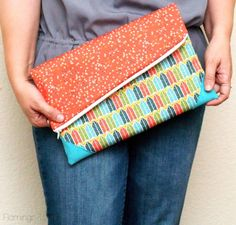 Simple DIY Fold Over Clutch--good tutorial Coin Purse Tutorial, Zipper Pouch Tutorial, Tote Tutorial, Diy Tutorial, Tutorial Sewing, Bag Patterns To Sew, Tote Pattern, Sewing Patterns, Wallet Pattern