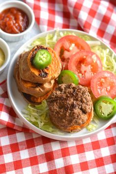 """Beef Jalapeno Sliders With Sweet Potato Bun Meal Prep - These sliders have a spicy kick! Made on a sweet potato """"bun"""" for Paleo friendly meal on the go! High Protein Meal Prep, High Protein Recipes, Healthy Recipes, Healthy Foods, Easy Meal Prep, Easy Meals, Clean Eating, Healthy Eating, Healthy Lunches"""