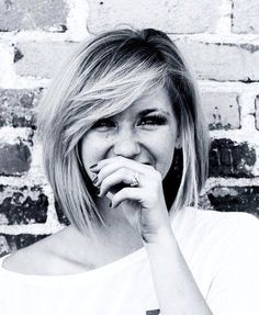 Things to Know Before You Cut Your Hair Short Short hair. // need to learn to actually blow dry my hair like this. // need to learn to actually blow dry my hair like this. My Hairstyle, Hairstyles With Bangs, Pretty Hairstyles, Stacked Hairstyles, Hairstyles 2016, Everyday Hairstyles, Lob Haircut With Bangs, Side Fringe Hairstyles, Bob Haircut For Round Face
