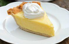 Cette tarte au citron à la crème sûre est tellement rafraichissante... C'est léger et goûteux! Àessayer :) Chicken Lasagna, Lemon Desserts, Muffins, Cheesecake, Deserts, Food, Food Cakes, Lemon Tarts, Graham Cracker Crust