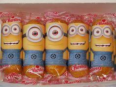 "You're one in a ""minion"". Dress up your twinkies with this printable wrapper for this Minion Valentine, from the movie Despicable Me. Minion Valentine, Minion Birthday, Little Valentine, Valentine Colors, Birthday Ideas, 4th Birthday, Birthday Cakes, Great Valentines Day Ideas, Valentines Day Treats"