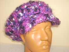 Crocheted cap in pink and purple Sapca crosetata din fir de efect usor pufos in nuante de mov si roz