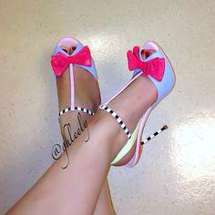 Very cute. Stilettos, High Heels, Crazy Shoes, Me Too Shoes, Dream Shoes, Heeled Boots, Shoe Boots, Shoe Closet, Shoe Game