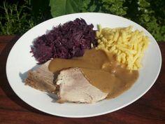 Geschmorter Schweineschulterbraten in Sauce #Rezept #Sonntagsbraten