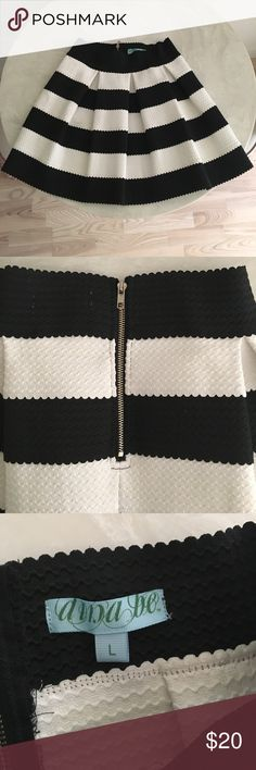 Dina Be scalloped black and white skirt LIKE NEW Super unique scalloped black and white skirt that hits just above the knee! It's thick and beautifully textured with a gold zipper, and perfect for fall/winter. Originally purchased at Francesca's and only worn once or twice; not really my style anymore, otherwise I'd definitely keep this adorable piece. Tag says L but it's definitely in the 4-6 range - super stretchy though. Dina Be Skirts