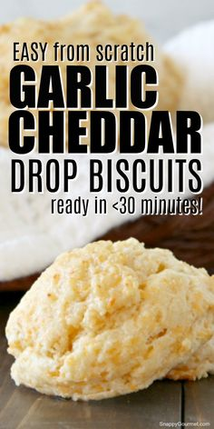 Garlic Cheddar Drop Biscuits - easy homemade bread recipe just like Olive Garden's biscuits! This from scratch recipe (no Bisquick) is so quick and easy you'll have fresh biscuits in less than 30 minutes! bread recipes easy no yeast Homemade Drop Biscuits, Quick Biscuits, Homemade Garlic Bread, Homemade Bread Easy Quick, Sin Gluten, Garlic Bread From Scratch, Dinner Bread