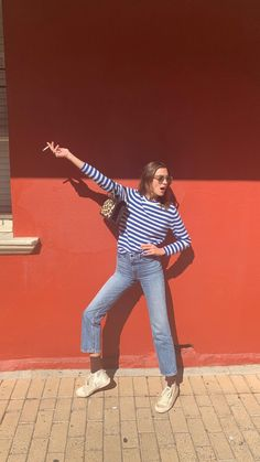 parisian chic on a budget — fikus Mode Outfits, Casual Outfits, Fashion Outfits, Womens Fashion, Preppy Fashion, 50 Fashion, Fashion Styles, Alexa Chung Street Style, Parisian Chic Style