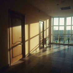 В коридоре на работе  #лучисолнца #весна #веснаприходи