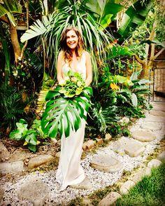 Sneek peak from our trend style shoot. Looking so much forward to showing you the final results asap  #greenery  #greenary #tropical #fineweddings #fineweddingsstyledshoot #ilovemyjob #braut2017 #bride2017 #hochgeitsplaner #weddingplanner #bridaldress #brautstrauss #brautstrauß #bridalbouquet #weddingblog #hochzeitsblog