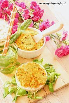 Przepisy na pasty do chleba   Tysia Gotuje blog kulinarny Cobb Salad, Good Food, Appetizers, Healthy, Desserts, Recipes, Halloween, Projects, Blog
