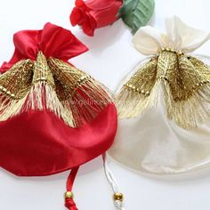 Diy And Crafts Sewing, Fabric Crafts, Bridal Henna Designs, Bridesmaid Bags, Mehndi Decor, Potli Bags, Burlap Bags, Hand Embroidery Videos, Wedding Bag